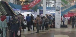Suasana Pelabuhan Ferry internasional Batam Centre saat libur panjang. Saat ini disebutkan sudah 7000 penumpang yang diberangkat ke Malaysia dan Singapura(KOMPAS.COM/ HADI MAULANA)