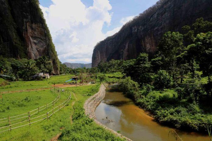 Lembah Harau di Kabupaten Lima Puluh Kota, Sumatera Barat.(GARRY ANDREW LOTULUNG)