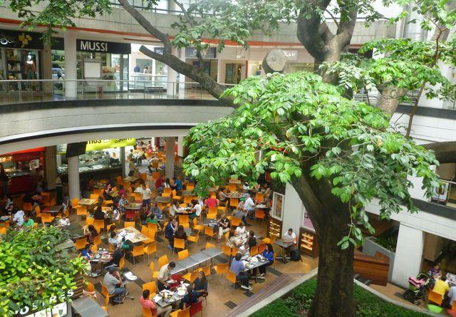 The center of Centro Comercial Oviedo.