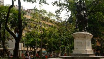 Parque Bolívar: The Culture and History