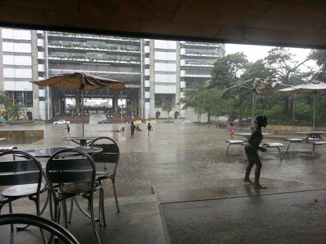 Fittingly, just after leaving the Museo del Agua it began to pour down rain.