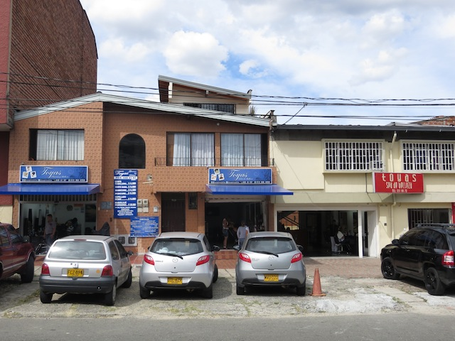 Some of the hairdresser shops near Unicentro mall