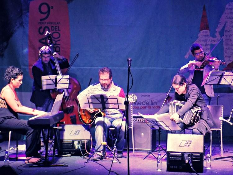 Tango concert during Dias del Libro