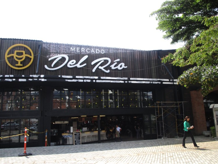 The front of Mercado del Rio