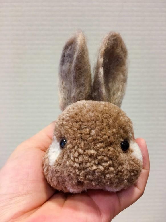 擬真毛球飾品--棕兔子 毛線娃娃・編織娃娃 妞媽 的作品|Creemaー來自日本的手作・設計購物網站