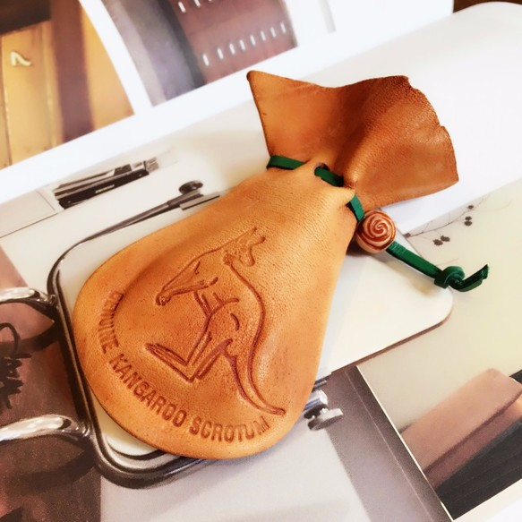 Walabi 澳洲袋鼠皮革 X 臺灣手作 真皮 • 皮繩 • 袋鼠囊袋 • 袋鼠蛋蛋袋 JADE 翡翠綠 (大) 束口袋 Walabi 的作品 ...
