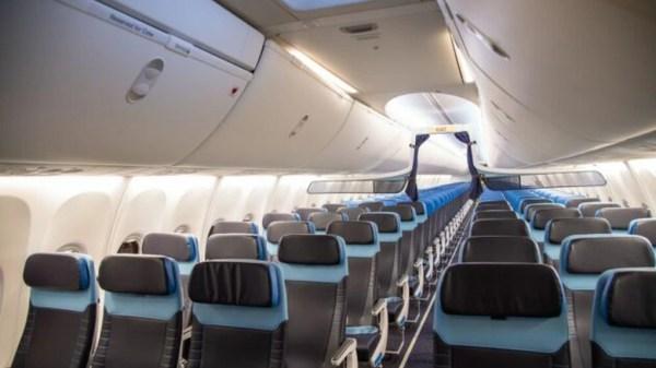 KLM schimbă interiorul cabinelor pentru 14 aeronave Boeing 737-800