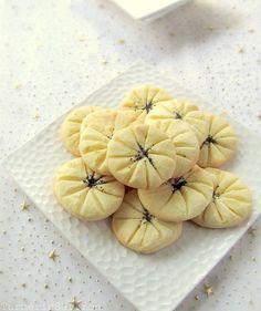 Shirini-e Berenji - Iranian rice flour cookies.