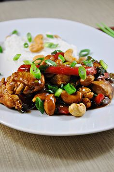 Cashew chicken stirfry - easy. Oh yum! Could probably make this extra spicy for a little kick! Would be good w/o cashews too