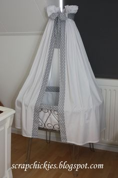 wieg on Pinterest  Baby Cribs Vans and Mobiles