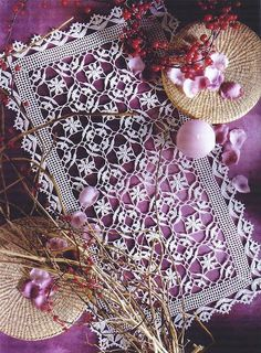 Lace crochet mat from Decorative Crochet magazine, September 2004.