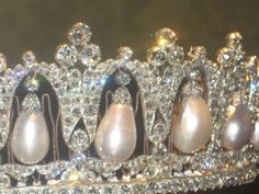 close up of Pearl Poiré tiara