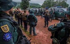 25 guardias civiles se han integrado en la compañía de Gendarmería  liderada por los franceses. Eufor RCA tiene como misión dar estabilidad y seguridad a dos distritos de Bangui, la capital de la República Centroafricana. La misión contará además con un batallón multinacional (400), otro logístico y el referido mando de operaciones especiales.Los 25 guardias civiles GAR se han integrado en la compañía de Gendarmería (unos 100 efectivos) … http://wp.me/p2n0XE-2QV vía @juliansafety