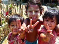 Myanmar - Birmanie - Dala https://picsandtrips.wordpress.com/2014/03/25/mingalaba-burma/