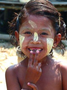 Thanaka : la crème Nivéa de Burma | Pics and Trips Birmanie - Myanmar https://picsandtrips.wordpress.com/tag/thanaka/