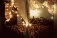 Gorgeous canopy bed with fairy lights | Cozy space & neat ...