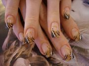black & gold. nails die