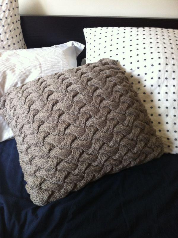chunky knit braid pillow free  KNIT Love  Pinterest
