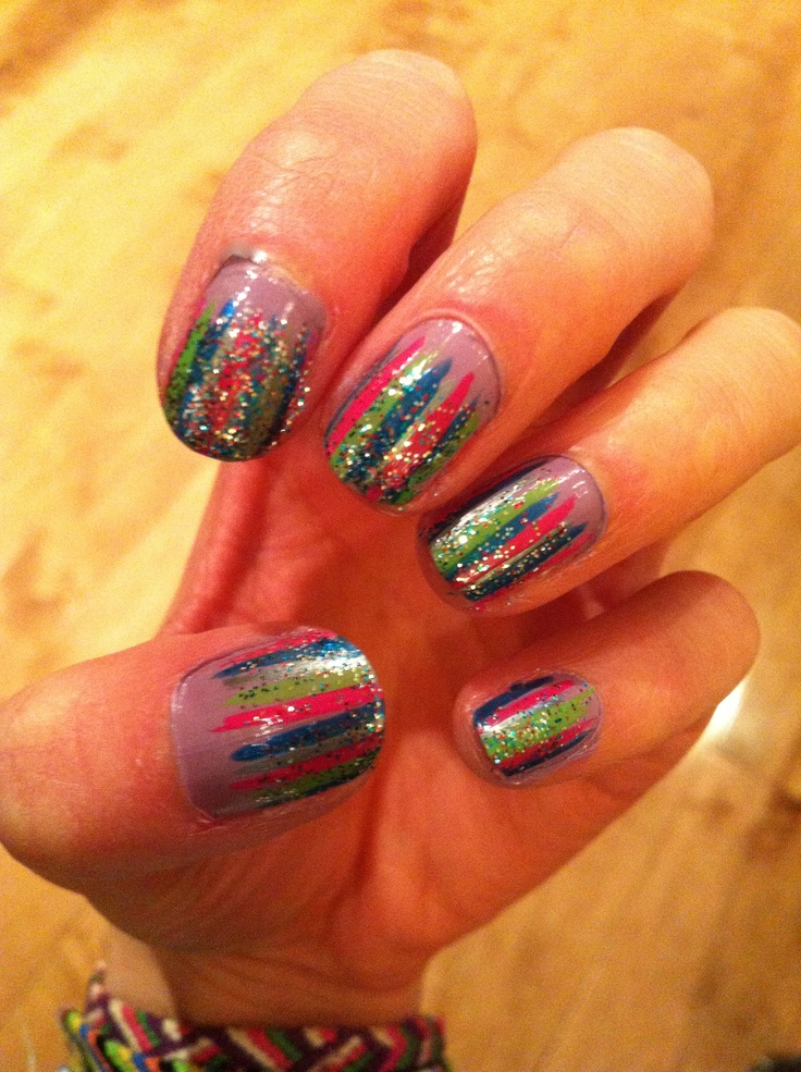 cutenailsart: weaving lines nail art design/black and