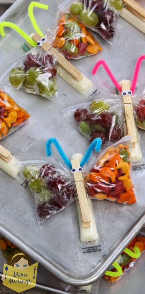 Butterfly Snack Bags - an easy, healthy, and fun classroom snack for your kids. Step-by-step photos. You are limited only in your imagination, but this one is a balanced snack of cheese, crackers, and fruit.