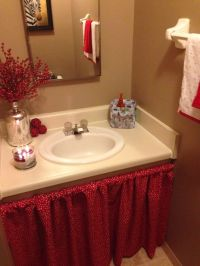 DIY: Bathroom sink skirt