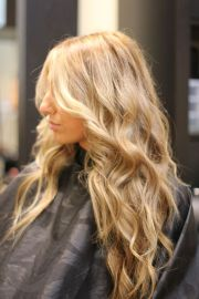 soft honey blonde hair color