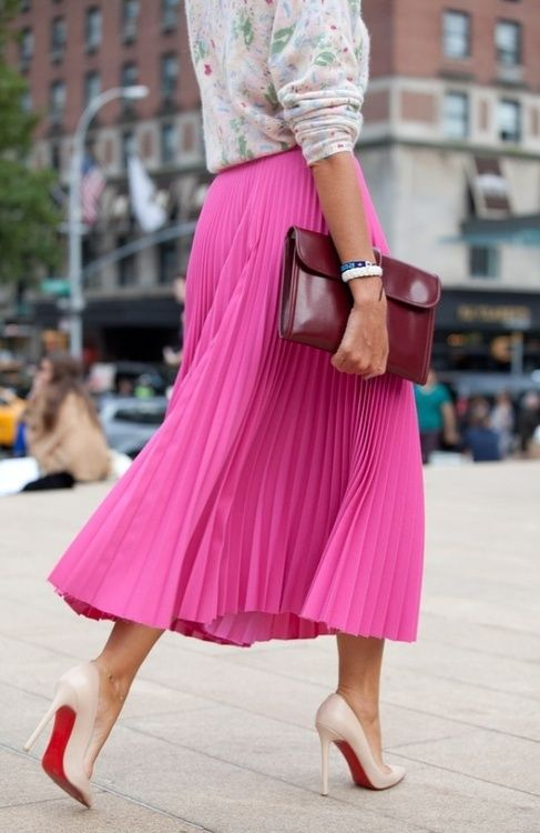 I love the hues of this outfit. floral print top + long pink pleated skirt + maroon handbag + nude pumps