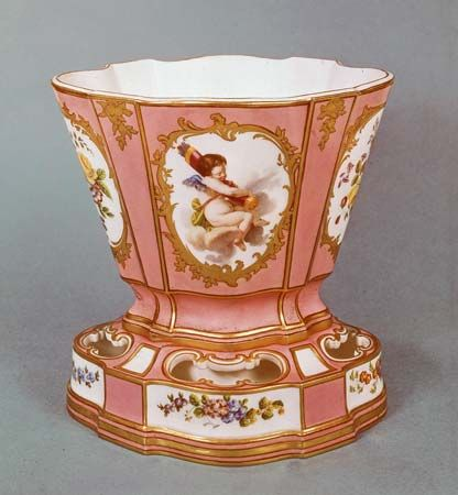 A soft-paste porcelain jardiniere was produced by the royal Sèvres porcelain factory in 1761. It is decorated with flowers and cupids on rose Pompadour