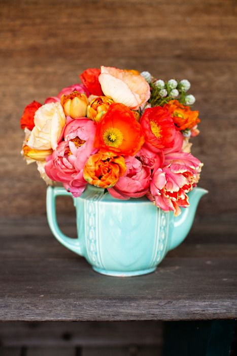 gorgeous teapot flower centerpiece