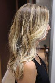 long blonde wavy hair girl dip