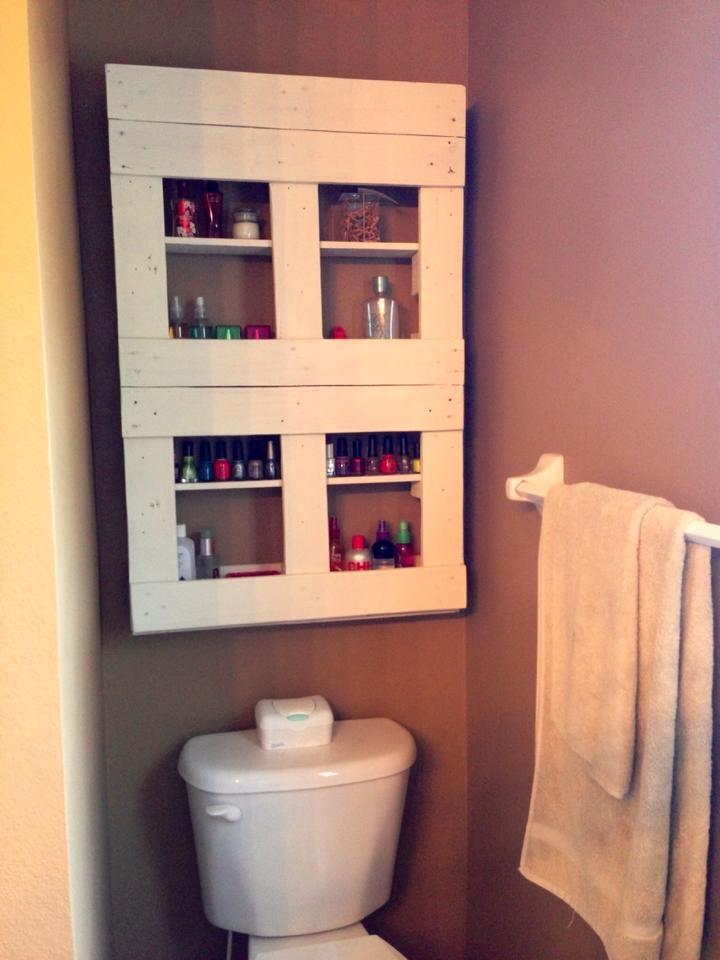 29 Unique Pallet Bathroom Shelves