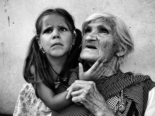 Vista  Vista di Margherita1977(Margherita Vitagliano) Due donne guardano la vita con la stessa emozione a dispetto della differenza d'età.