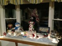Decorating a bay window with snowmen
