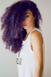 natural curly hair with blue highlights
