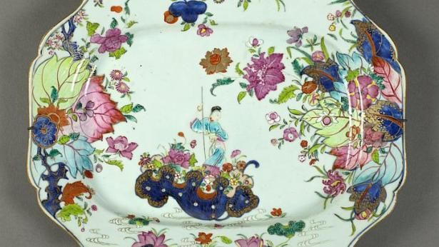 Platter: Tobacco leaf and an Immortal, porcelain, China, 1735–96. -- PHOTO: ASIAN CIVILISATIONS MUSEUM