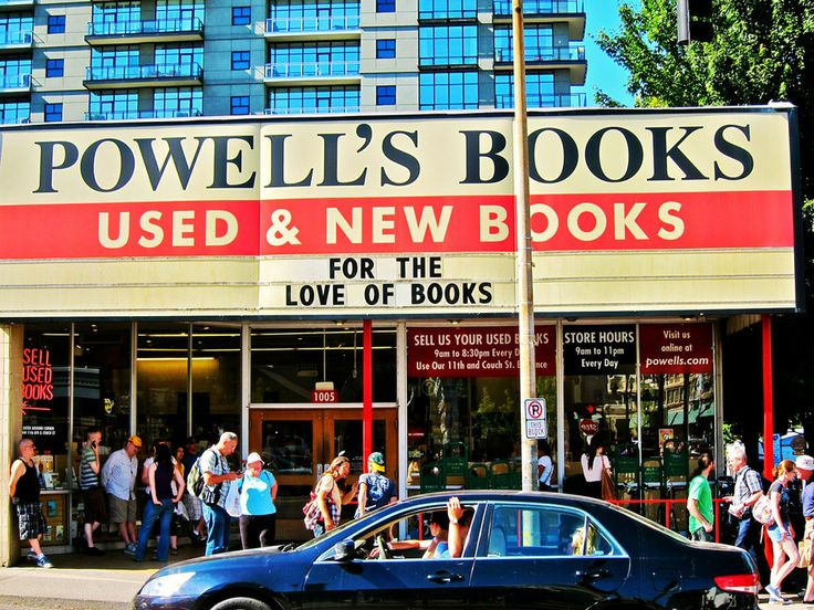 Powell's Books || Portland
