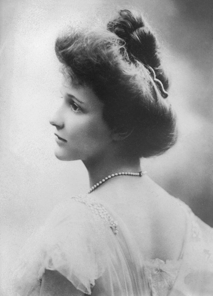 Nancy Astor, 1908. beautiful portrait.