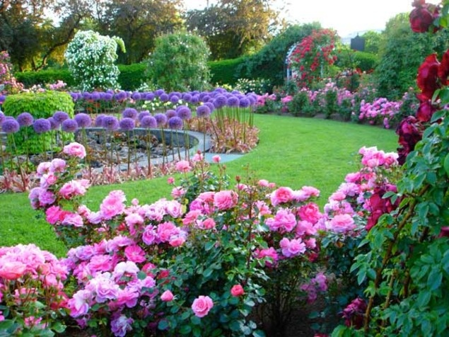 <b>Kelleher Rose Garden, Boston</b>.