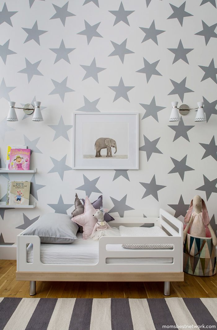 Silver stars make this bedroom pop! #kidsroom #laylagrayce #greychildsroom