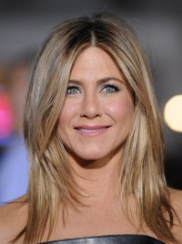 Jennifer Aniston... Hair color