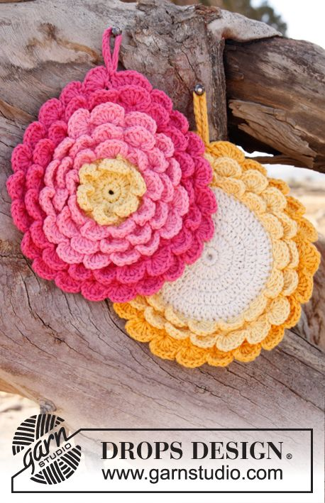 Crochet DROPS pot holder in Paris.