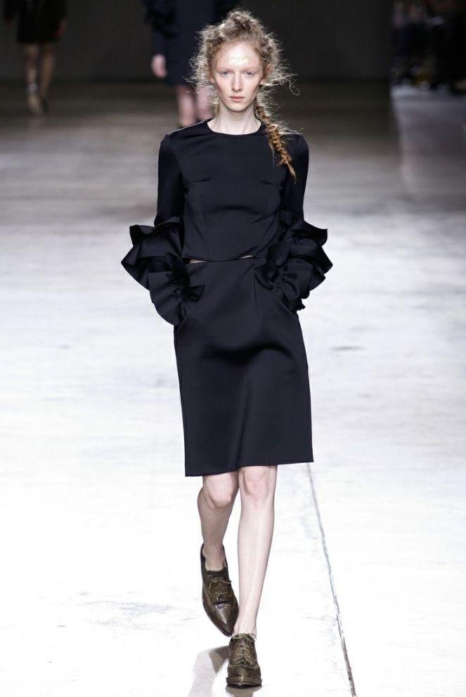 Ruffled sleeves long black dress, printed oxfords brogues