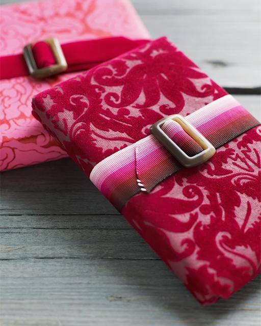 Valentines Gift Wrap- love the idea of using a belt as a bow...especially for a pair of jeans or clothing as a gift! Must remember!