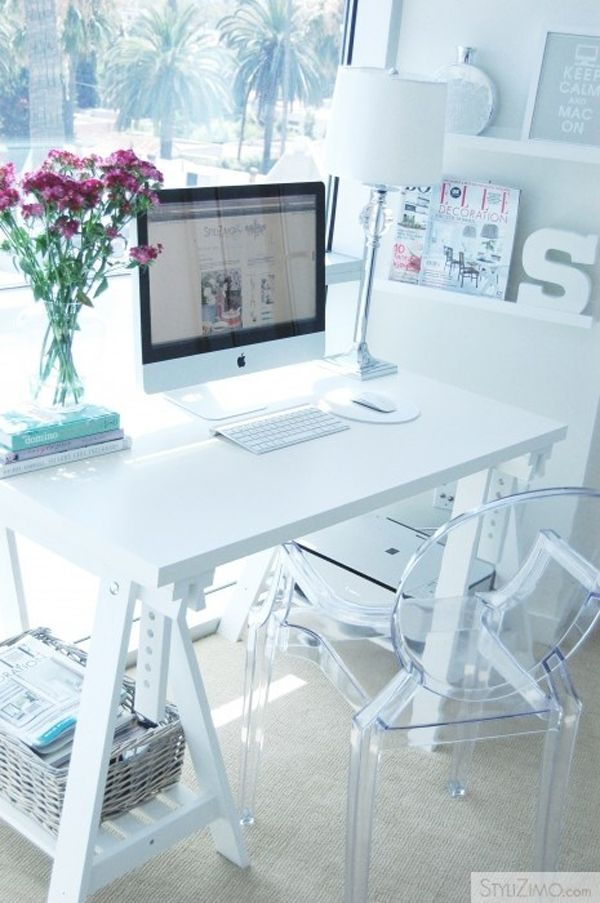 The white is so refreshing. Could definitely be my work station.