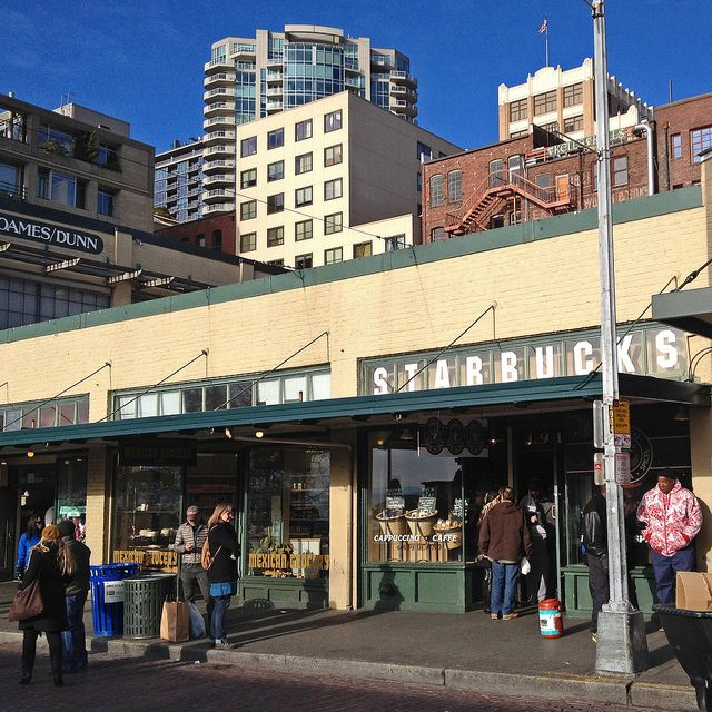 destination-voyage-Seattle-États-Unis-Pike-Place-Starbucks