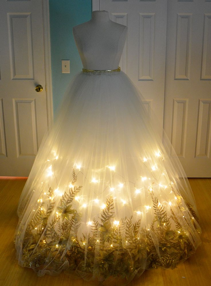 Angela's Costumery & Creations: https://doxiequeen1.wordpress.com/2014/12/04/making-a-christmas-angel-costume-part-one/