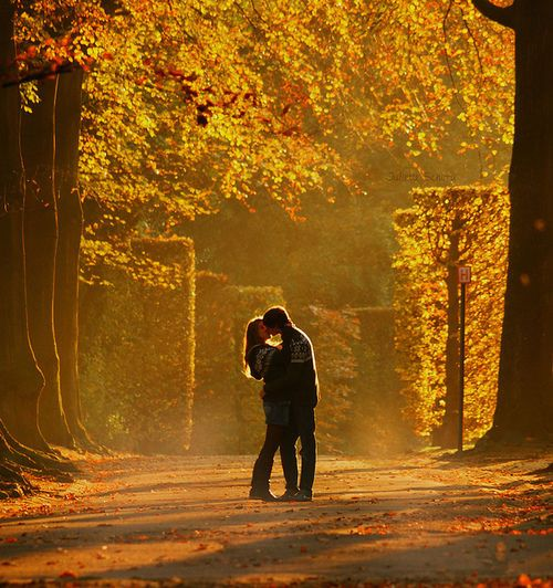 This would be cute for engagement pictures taken in the fall! <3
