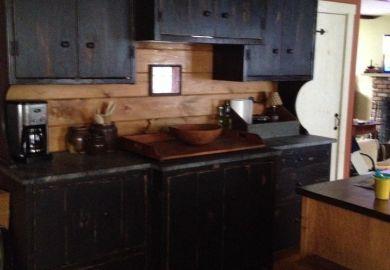 Black Kitchen Cabinets Backsplash