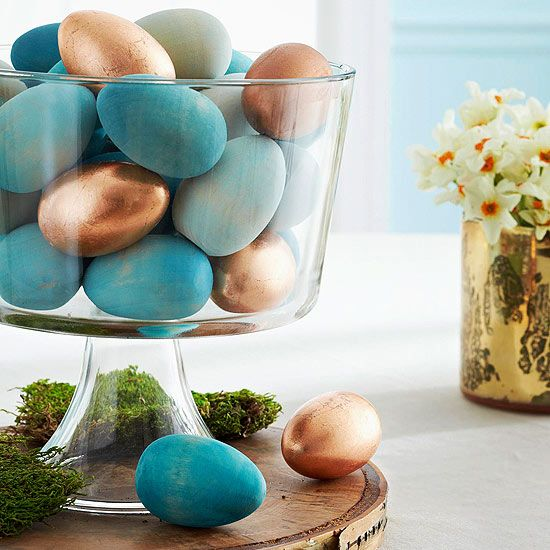 Painted wooden eggs make a simple Easter centerpiece that can be used year after year. More easy Easter centerpieces: http://www.bhg.com/holidays/easter/decorating/easter-table-setting-ideas/?socsrc=bhgpin022613paintwoodeggs=4