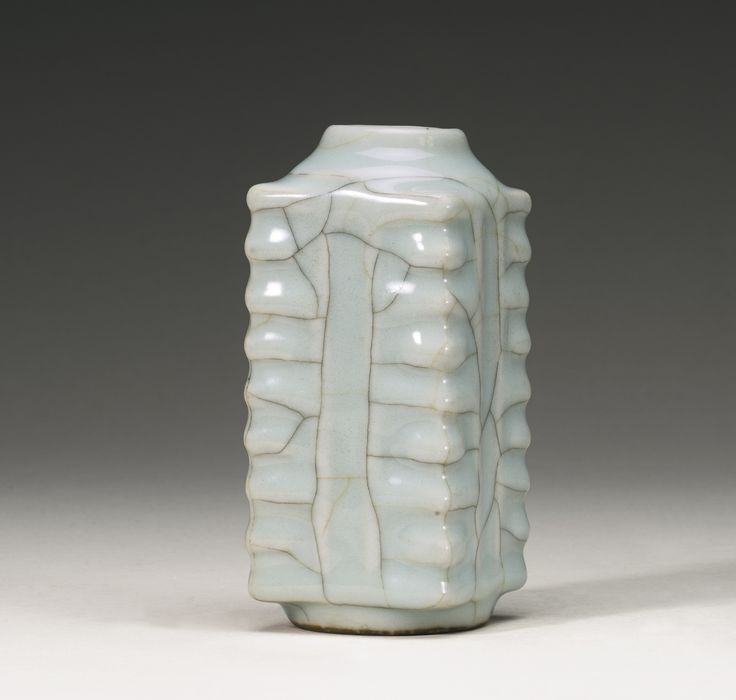 A 'Guan'-type cong vase, Qing dynasty, 18th century